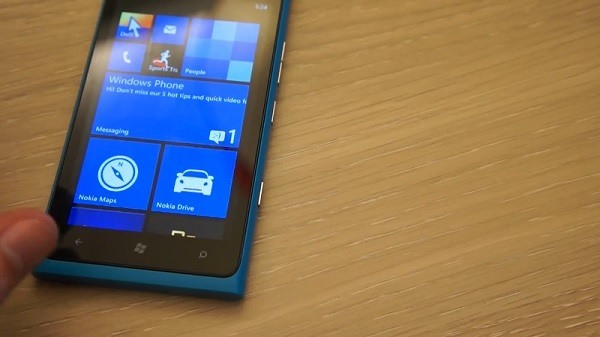 Video: Nokia Lumia 900 mit Windows Phone 7.8