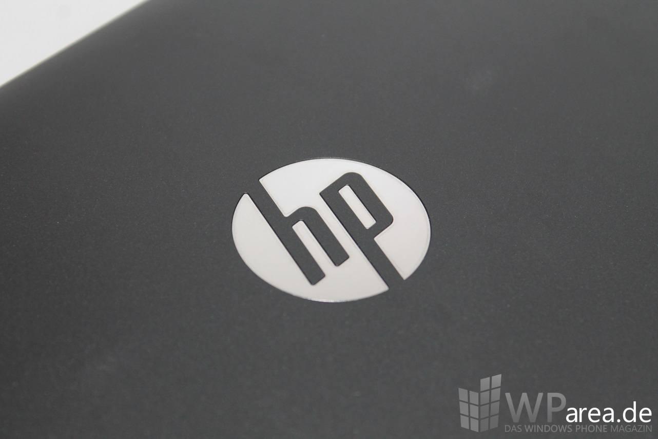 HP Pavilion x2 Unboxing Hands-On erster Eindruck Logo HP logo chrom