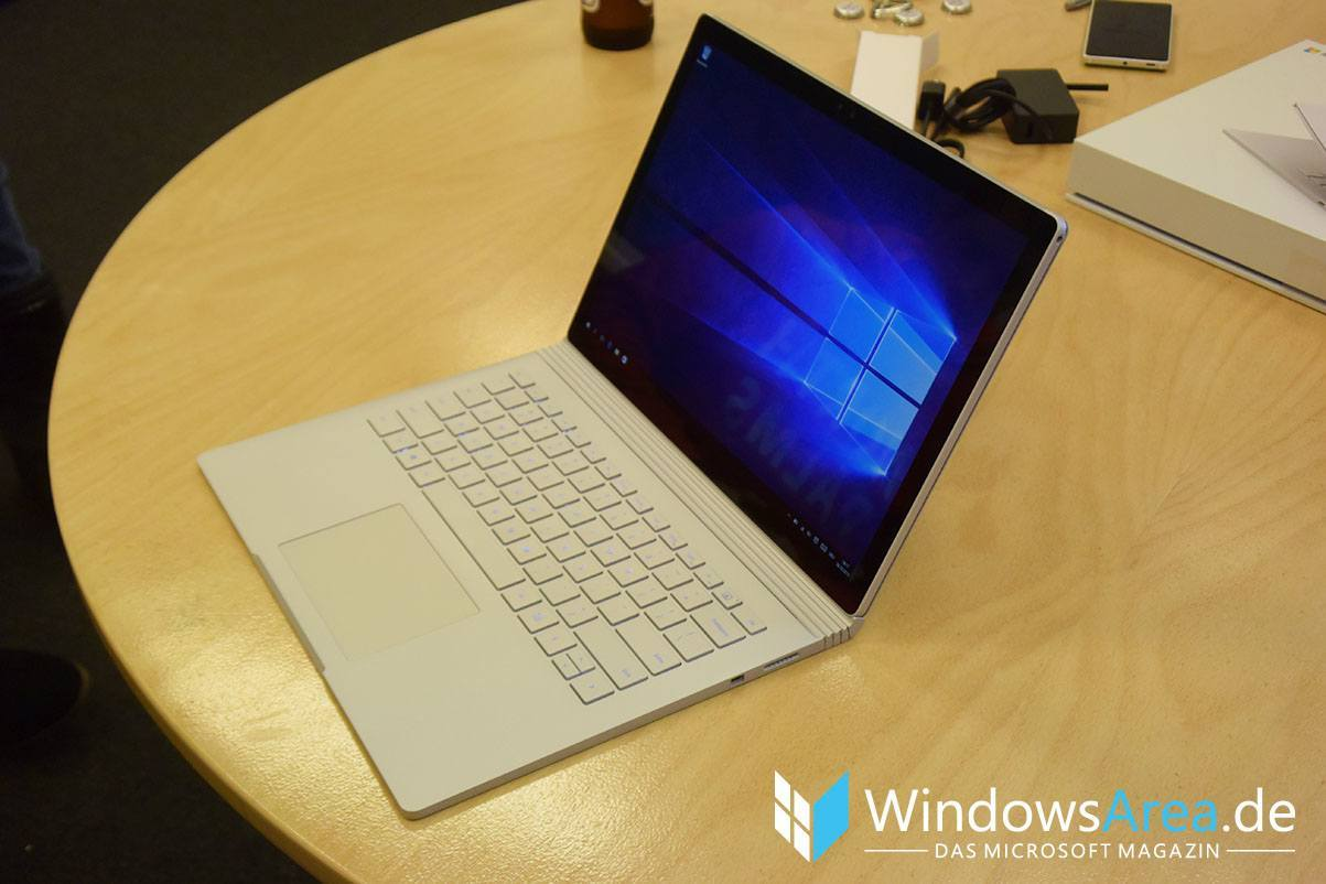 Microsoft Surface Book front seite display