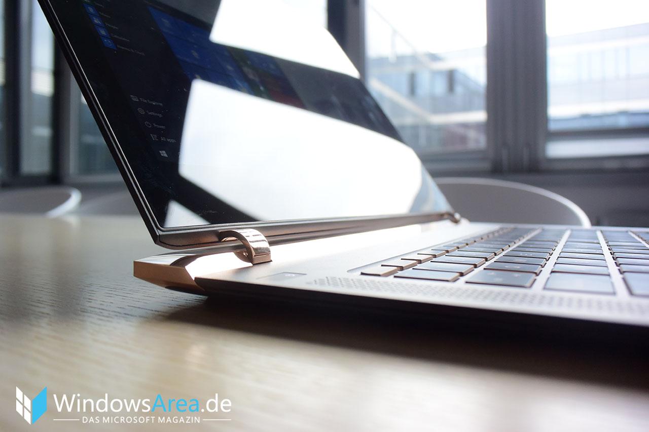 HP Spectre 13 Hands-On Erster Eindruck Spiegelung Display Seite Scharnier