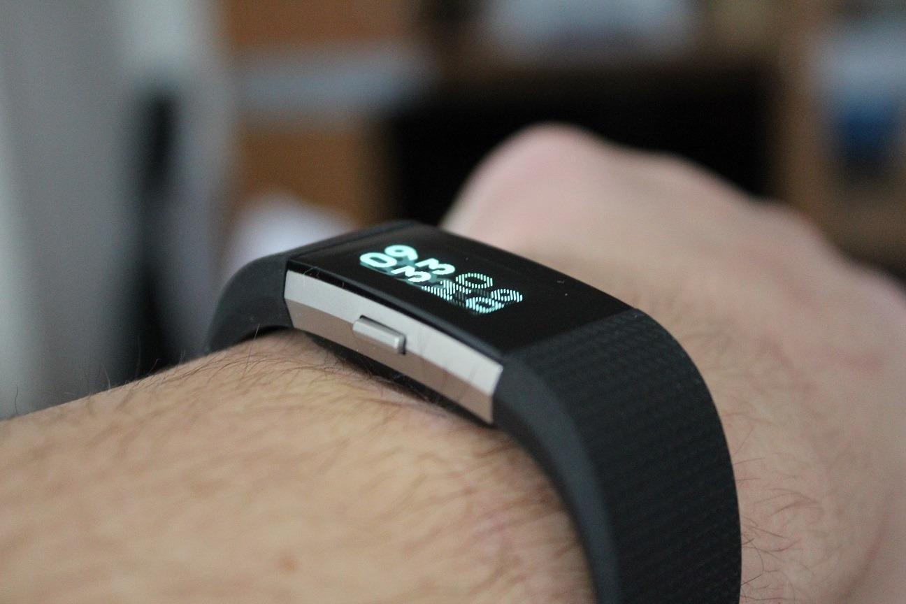 fitbit charge 2 test sch ner fitnesstracker mit genauigkeitsfehlern. Black Bedroom Furniture Sets. Home Design Ideas
