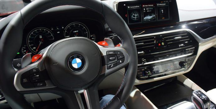 BMW: Neues iDrive-System nutzt Live-Tiles & Azure als Plattform