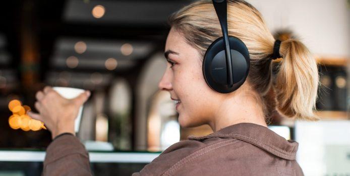 Microsoft Teams zertifizierte Bose Noise Cancelling Headphones 700 in Arbeit