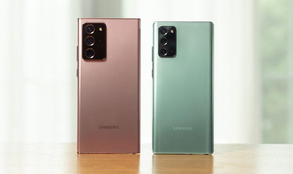 Dieses Titelbild zeigt zwei Samsung Galaxy Note 20-Smartphones, welche nebeneinander auf einem Tisch stehen.