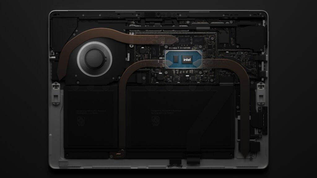 Surface Pro 8 Promo Bild, in dem man ein Teil der Innereien sieht.